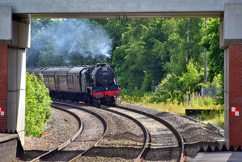 Picture of a steam train approaching Aldermaston Station