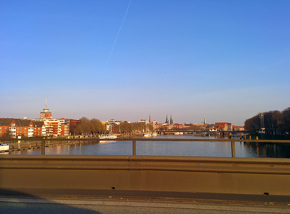 Picture of a view from a bridge over the River Weser in Bremen